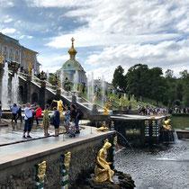 St. Petersburg | Peterhof | Blick über die Hauptkaskade auf die Schauseite des Grossen Palastes