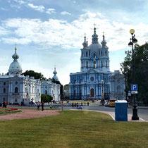 St. Petersburg | Smolny-Kloster und Auferstehungskathedrale | Das Kloster wurde von Zarin Elisabeth I. als Altersruhesitz geplant und von dem italienischen Baumeister Bartolomeo Francesco Rastrelli in den Jahren 1748 bis 1757 erbaut