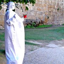 2013 | Rhodos-Stadt | Menschliche «Statue» vor dem Grossmeisterpalast |