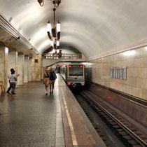 Moskau | Metro | Stimmungsbild «Ausfahrt»