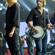 Carrie in rehearsals (Keith rehearsing, playing banjo for her performance that night).