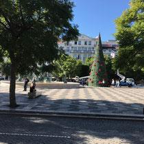 Der Rossio, offiziell Praça de D. Pedro IV, ist neben der Praça da Figueira und der Praça do Comércio einer der drei wichtigsten innerstädtischen Plätze von Lissabon.
