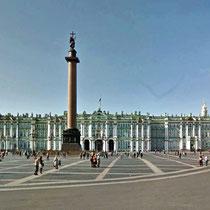 St. Petersburg | Eremitage | Die Alexandersäule ist der Mittelpunkt des Palastplatzes in Sankt Petersburg. Sie wurde nach dem Sieg Russlands gegen das napoleonische Frankreich aufgestellt.