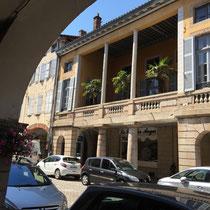 Louhans: In der »Grande Rue« mit dem 157 Arkaden aufgefallen.