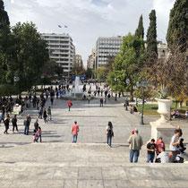 Blick von Syntagma-Platz die «Ermou-Street» hinunter zum «Kapnikarea Square»