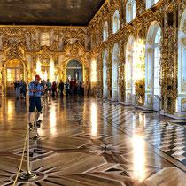 Puschkin | Katharinenpalast | Ballsaal | Die Innenräume des Katharinenpalastes sind das Werk Rastrellis | Einige von ihnen wurden allerdings in späteren Jahren der jeweiligen Kunstauffassung angepasst.