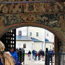 Gorizy | Fresken am Eingangstor zum Kirillo-Beloserski-Kloster