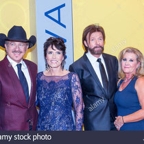 Kix Brooks and Ronnie Dunn and their wifes