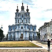St. Petersburg | Smolny-Kathedrale | Im Auftrag des Zaren Nikolaus I | 1828-35 | Im damals vorherrschenden neoklassizistischen Stil prunkvoll ausgestaltet