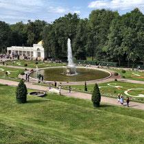 St. Petersburg | Peterhof | St. Petersburg | Peterhof | Riesengrosse, traumhaft schön angelegte und gepflegte Parkanlage | Leider viel zu viel Massentourismus