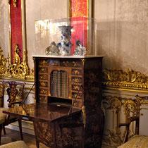 Puschkin | Katharinenpalast | Wunderschöner, reich Intarsien-verzierter Sekretär