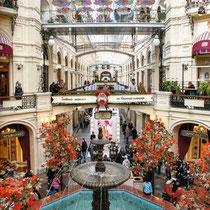 *Moskau | Kreml | «Roter Platz» | Einkaufs-Center «GUM» | Zentraler Saal