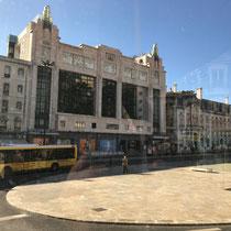 Das Eden Teatro, einst Lissabons prächtigstes Großkino der Zwischenkriegszeit, von den Architekten Cassiano Branco und Carlo Florencio Dias wurde 1931 eröffnet, 1989 geschlossen und 2001 als Hotel wieder eröffnet.