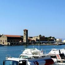 2013 | Rhodos-Stadt | «Hafenbummel» | Blick hinüber zum Uhrturm.|