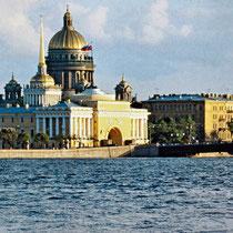 *St. Petersburg | Stadtrundfahrt | Blick über die Newa auf die St. Isaaks-Katherale und die Admiralität mit dem markanten Nadelturm