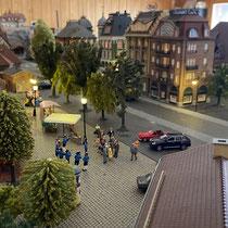 2021 | «Flückingen» | Bahnhofplatz-Idylle mit Blasmusik.