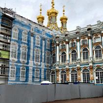 Puschkin | Katharinenpalast | Auch hier umfangreiche Renovationsarbeiten | Die bleu Fassade ist bedruckte Fassadenverkleidung