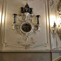 Puschkin | Katharinenpalast | Über dieses beeindruckende Treppenhaus gelangen die Besucher in die Prunk- und Privaträume der Zaren.