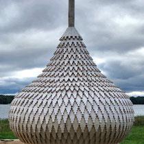 Kishi | Eine der 22 sich in Renovation befindenden Kuppeln aus Erlen- oder Pappelholz. Alle Schindeln werden von Hand mit dem Beil zurecht «gehauen».