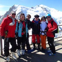 La belle équipe à l'Aig. du Midi, devant le Mt-Blanc