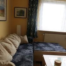 Schlafcouch 140x240 cm mit Liegefläche, im Wohnzimmer der Ferienwohnung