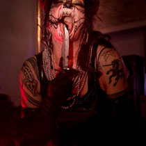 Bloody Performance mit LADY LUX - Foto: House of Rough Arts