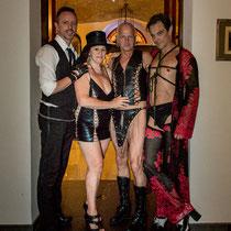 Die Schlossherrin Yvette, Schlossherr Anne sowie Fexa und Dr Diva Foto: House of Rough Arts