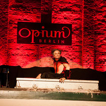 Show: Die Pfählung eines Vampirs: DR DIVA - Foto - Lex