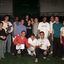 """No centro a direita agachado, Gerson Machado de Avillez com a equipe do """"Conversa Fiada"""" de Marcos Palito."""