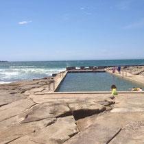 Ein mit Meereswasser gefüllter Pool am Main Beach :)