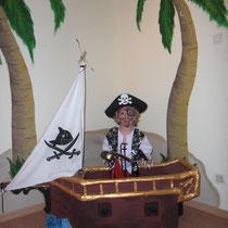 6 Piratenschiff aus Pappe und Stoff
