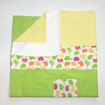 1 Babydecke mit Nuckel- oder Taschentuchtasche. Oben 100% Baumwolle  unten Fleece.  80x80 cm (Auf Wunsch auch andere Größen)