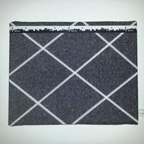 11 Pinnwand (mit Gummihalterungen ca. 30X20 cm und Webband) 7,00 Euro