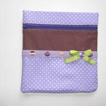 41 Kosmetiktasche/Utensili (ohne Boden, außen Baumwolle, innen Baumwolle oder Wachstuch, mit Reißverschluss, ca. 18X20 cm)