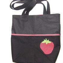 3 Handtasche, vorne mit 2 Fächern und Innentasche