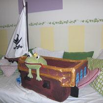 2 Piratenschiff aus Pappe und Stoff