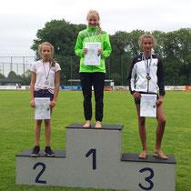Carolin läuft über 800m auf den 1. Platz