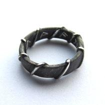 Silberring mit Runen