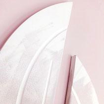 Schickes Pink machen diese Stuckelemente zum Highlight jeder Wand!
