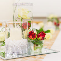 Tischdeko mit Zylindervasen
