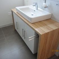 Waschtisch-Stollenmöbel auf Gehrung mit Unterbaumöbel