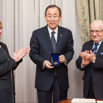 Award of the EMB Medal to HE Ban Ki-Moon; from L-R: Antonella Vassallo, Ban Ki-Moon and Awni Behnam
