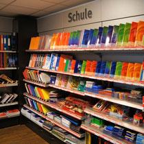 Unser großes Sortiment an Schulbedarf umfasst nahezu alle Produkte , die ein Schüler benötigt...