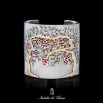 "4/16 Importante  bracciale rigido "" berceaux di glicine"" con cesello in oro incisione a bulino iolite ametiste e brillanti. Important large iron cuff with wisteria chiseled in gold with amethyst and diamonds."