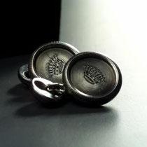 3/14 Tutto ferro per i gemelli Victoria con incisione a bulino Total iron: Victoria. Engraved crown or initials.