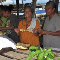 les colliers de bananes plantain seront plongés dans l'huile