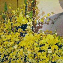 ¥50000(左画像拡大)  360×72x65 葬儀会場祭壇花(左側一部)