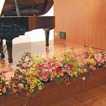 ¥20000(左・中・右込) 375x60x63 発表会ステージテーブル花