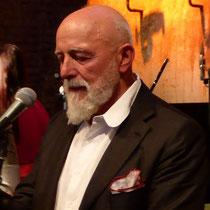 Prof.  Markus Lüpertz beim Sommerfest der Akademie Kolbermoor im Alten Kesselhaus, er ist auch ein großer Jazzkünstler