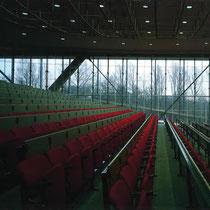 北側の大講義室 北側全面ガラス